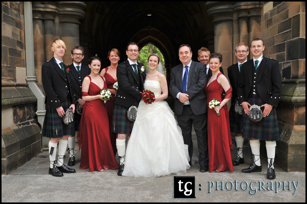 Wedding Glasgow University, Kathryn, Ross and friends in the Cloisters