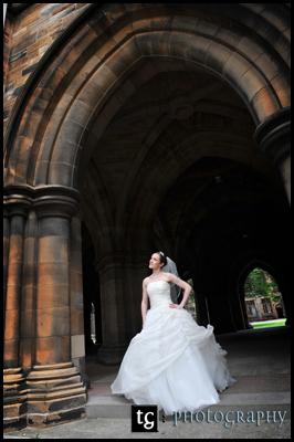 Wedding Glasgow University, Kathryn Wedding photograph in the Cloisters