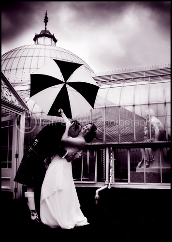 Wedding Glasgow Botanic Gardens, stunning wedding photograph Kirsten & Steven
