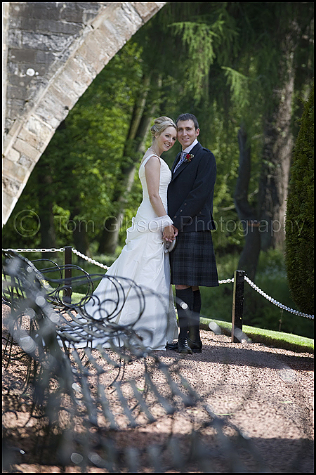 Wedding Brig O Doon Alloway, David and Catherine photograph in the gardens