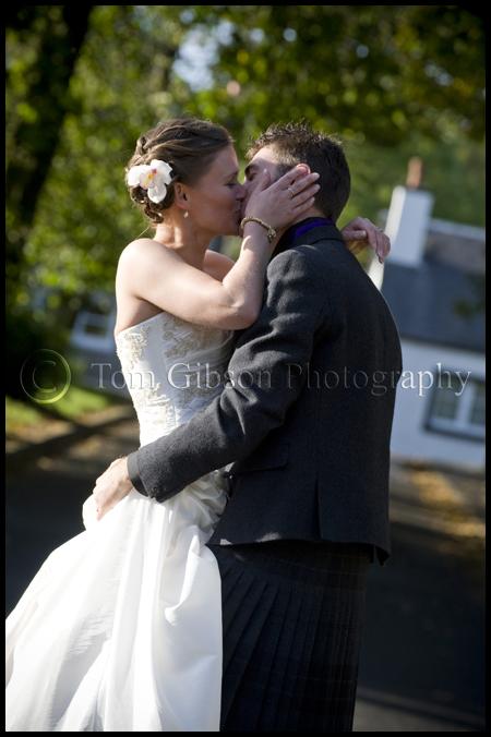 Wedding photographer Scotland, fun wedding photograph bride and groom, wedding Eaglesham