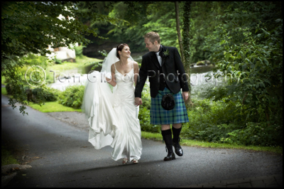 Romantic, natural, wedding photographs, Alloway, Ayrshire, Brig€™O