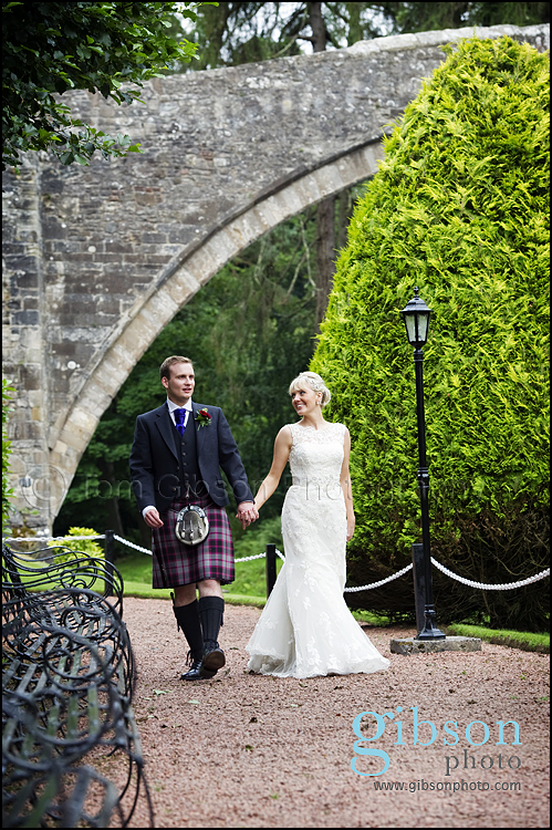 Wedding Brig O Doon natural wedding photography bride and groom photograph